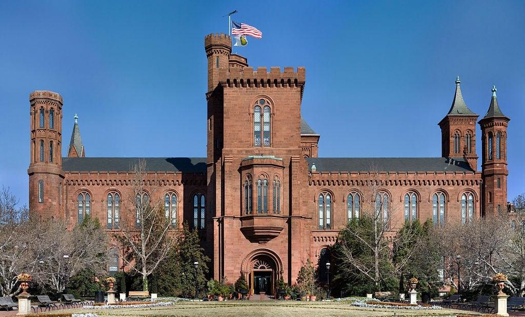1024px-Smithsonian_Building_NR