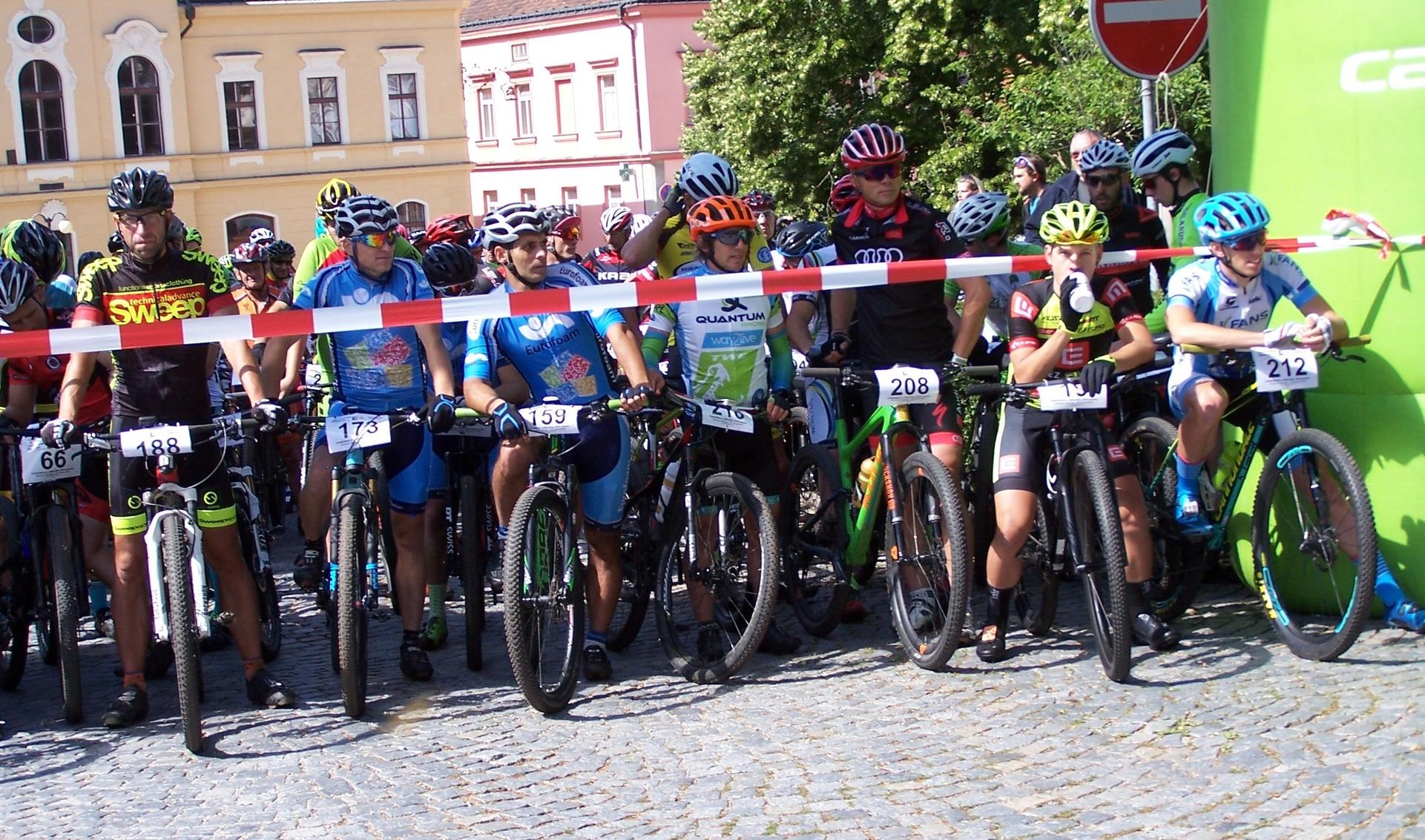 Závod byl odstartován v nádherném prostředí Kamenice nad Lipou, která stojí za návštěvu.