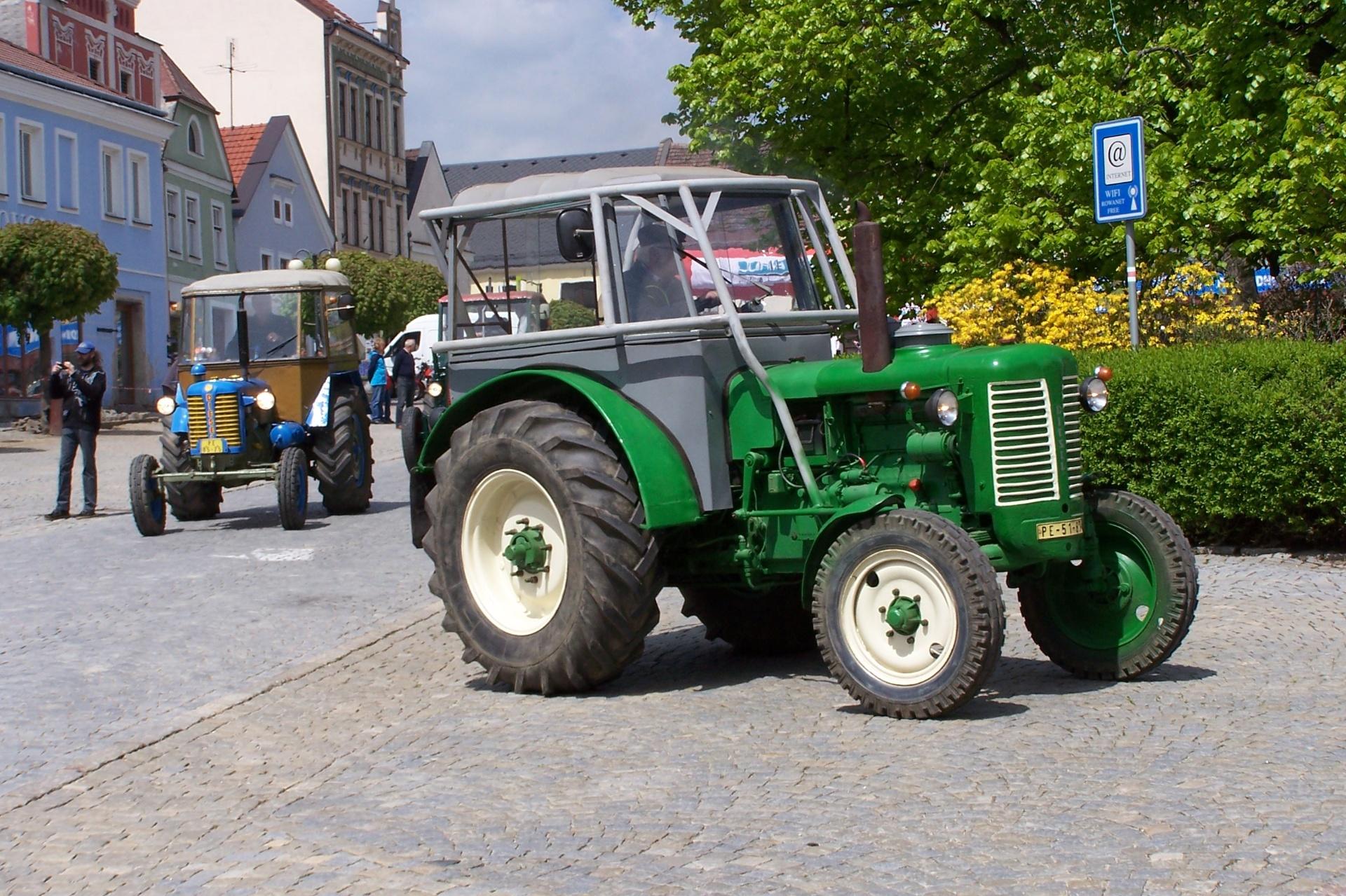 Defilé zemědělské techniky