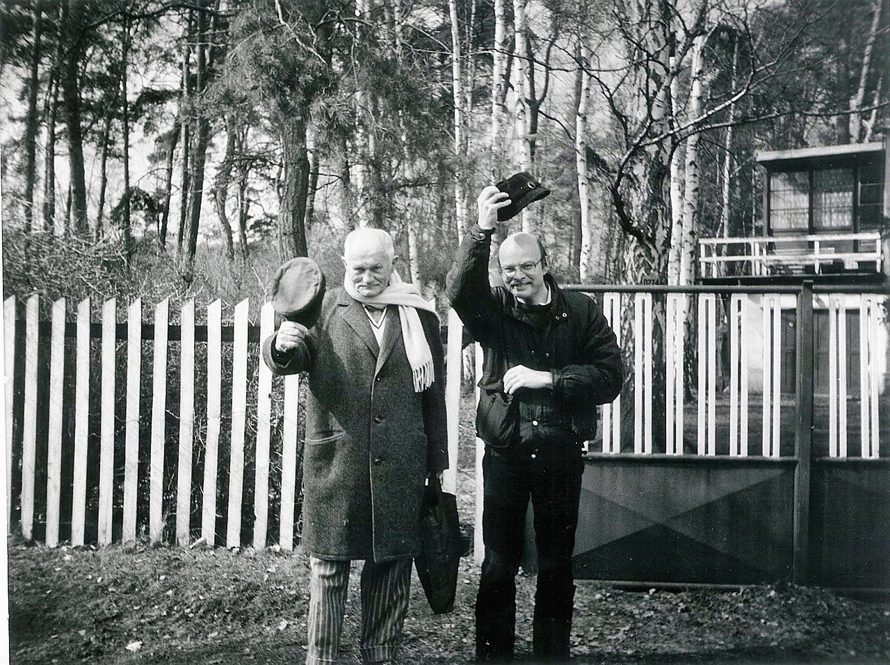 1280px-Bohumil_Hrabal_a_Jaromír_Pelc_v_Kersku_1986